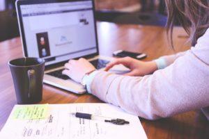 Na rynku wiele jest laptopów dedykowanych zwykłym konsumentom, graczom czy formom, jednak niewiele jest urządzeń takich, które z założenia przeznaczone są dla wykładowców akademickich i innych pracowników uczelni
